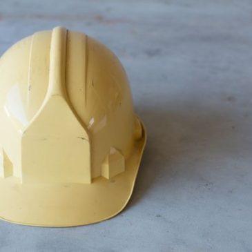性能低下を防ぐ! 工事用ヘルメットの取り扱い方 ~たった4つの注意点~