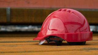 作業用・工事用ヘルメット「飛来落下物用」「墜落時保護用」「電気用帽子」の違い